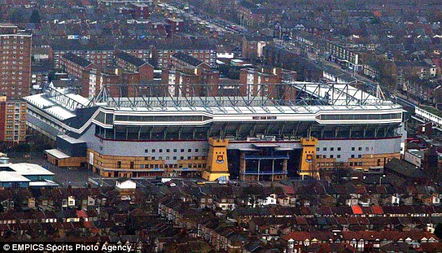 33F9B9B200000578-3582493-An_aerial_view_of_the_Boleyn_Ground_the_historic_venue_which_Wes-a-11_1462869979064