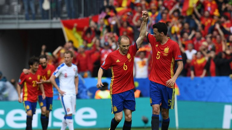 spain-czech-republic-euro-2016-andres-iniesta-sergio-busquets_3483493