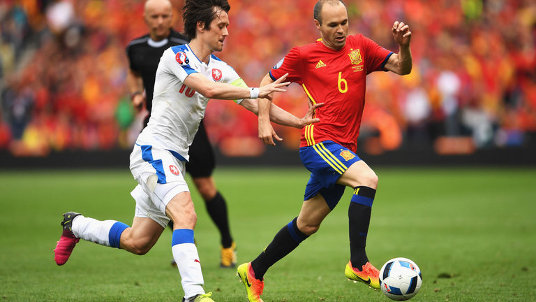 tomas-rosicky-andres-iniesta-spain-czech-republic_3483428