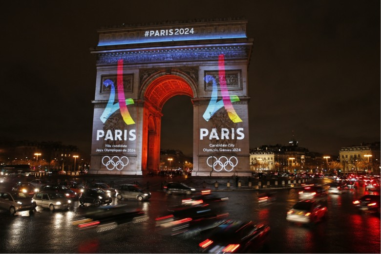 Arc De Triomphe is lit up with the 2024 Olympic Games bid logo in Paris